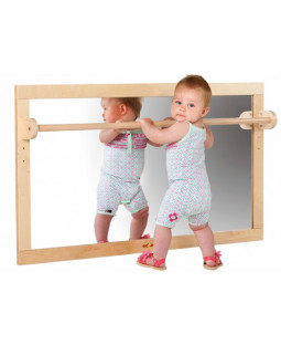 Spejl med træbarre